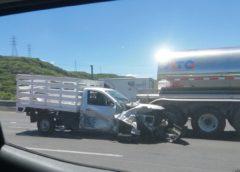 Camioneta se impacto contra un trailer en la 57
